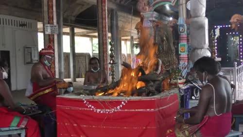 கிளிநொச்சி கிருஸ்ணர் ஆலத்தில் கொடிய நோயிலிருந்து விடுபட மாபெரும் யாக சாந்தி பூசை நடைபெற்றது.