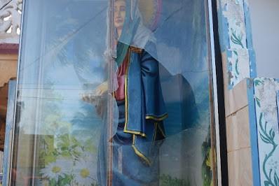 கத்தோலிக்க சிற்றாலய சொரூபங்கள் மீது இனம் தெரியாத நபர்களினால் தாக்குதல் மேற்கொள்ளப்பட்டுள்ளது.